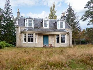 COILLE GHLAS, in Cairngorms National Park, open fires, parking and garden, in Nethy Bridge, Ref 17242 - Nethy Bridge vacation rentals