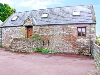 THE BARN, character barn conversion, open plan living area, close to pub, near Porthcawl, Ref 19942 - Llanmorlais vacation rentals