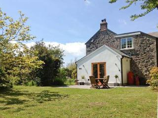 THE DAIRY, all ground floor, woodburner, close to Coverack, Ref 20990 - Coverack vacation rentals