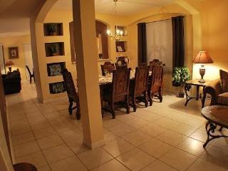 8 bedrooms/5.5 baths/pool/spa/resort/mins disney - Orlando vacation rentals