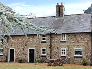 MANOR FARM COTTAGE, pet friendly, close amenities, in Swaffham Ref 20933 - East Harling vacation rentals