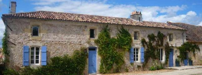 The Approach to Barat - Luxury 4 bed Manor House - Ste Foy de la Grande - Bergerac - rentals
