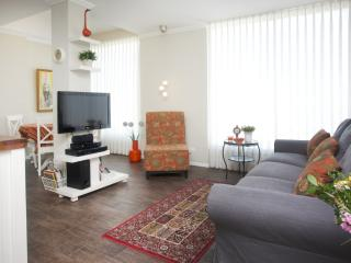 Lli's Place 2BR Quality apartment 3 min to beach - Tel Aviv District vacation rentals