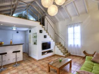 Fleur de Sel - mezzanine - 30 yards of the beach - Orient Bay vacation rentals