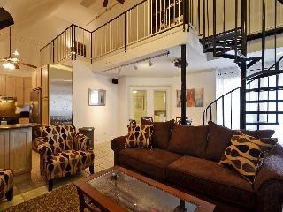 Great location sleeps 10! 2 blks to Conv. Ctr +6th - Austin vacation rentals