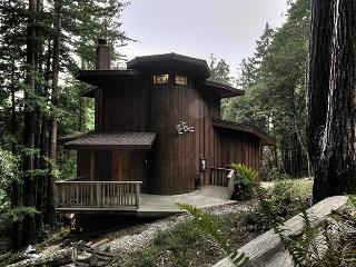 Romantic Forest Hideaway for 2 in Timber Cove - Jenner vacation rentals