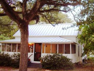 Winchester Cottage, under old oaks in Carrabelle - Saint Teresa vacation rentals
