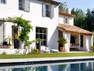 Holiday rental Villas Ventabren (Bouches-du-Rhône), 280 m², 3 900 € - La Gouesniere vacation rentals