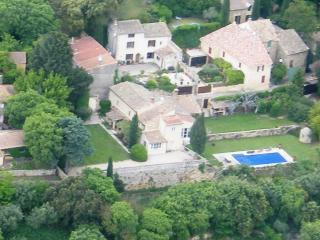 Provence Bed and Breakfast- Lovely 3 Bedroom with WiFi, Balcony, Pool - Luberon vacation rentals