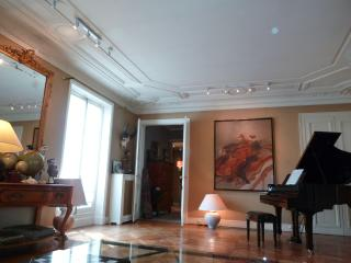 exceptionnel appartement place de l'Etoile, 2br. - Paris vacation rentals