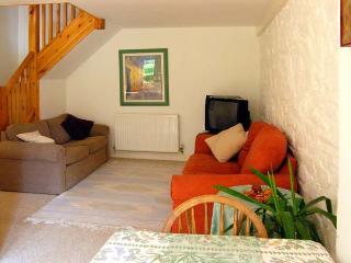 LAVENDER COTTAGE, romantic cottage, dog-friendly, en-suite, private patio, in Sticklepath, Ref 21618 - Sticklepath vacation rentals
