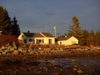 Charming 2 bedroom Deer Isle House with Linens Provided - Deer Isle vacation rentals