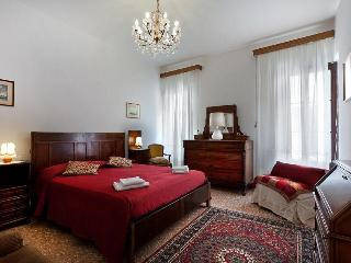 Holiday Apartment in venice centre, Ca' Visconti near Rialto San Marco, Ca' D'Oro and Campo Santi Apostoli - Venice vacation rentals
