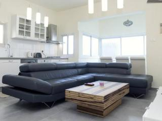 Best location in town!Near to beach!!! - Tel Aviv vacation rentals