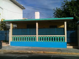 Luquillo 'La Pared' Beach & Plaza: 1 (base) or 2 bedrooms (surcharge applies ) - Luquillo vacation rentals