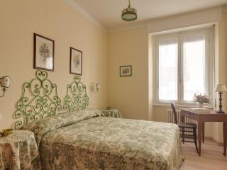 Florence, recently renovated, 2 bedrooms, 2 bathr - Florence vacation rentals