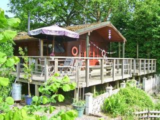 SEVENLY, romantic riverside cabin, lovely garden, Bewdley Ref 18974 - Bewdley vacation rentals