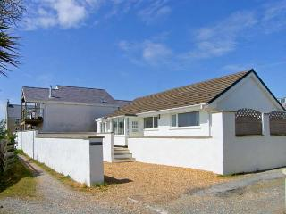 ST WINIFREDS, detached coastal single-storey cottage, pet-friendly, external garden room, parking, enclosed patio, in Rhosneigr Ref 20100 - Rhosneigr vacation rentals