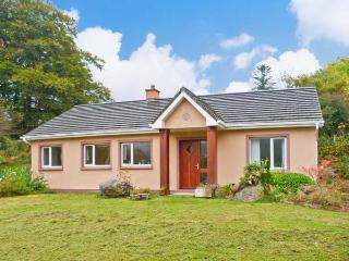 DROMROE, ground floor, off road parking, garden and decked area, in Kenmare, Ref 19928 - Kenmare vacation rentals