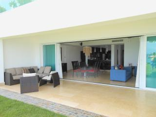A Fabulous and Relaxing Oceanfront Condo! - Santiago Rodriguez Province vacation rentals