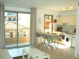 Bright and cool - 1 block from the beach, convenient for everything - Antibes - rentals
