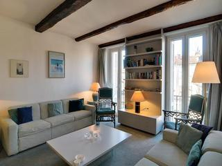 Living room - Light and Airy Old Town Antibes 1 Bedroom Apartment Rental - Antibes - rentals