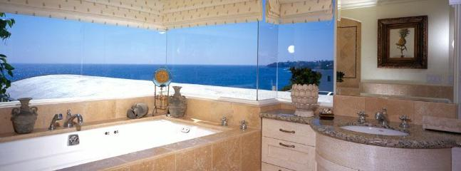 Villa Majorca Master Bath - Romantic 2 Bed, Steps to sand, village, best view! - Laguna Beach - rentals