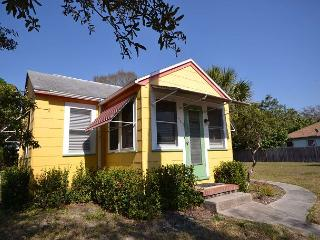 Starfish Cottage - Adorable, Small Pet Friendly, Walk to Gulfport Waterfront! - Saint Petersburg vacation rentals