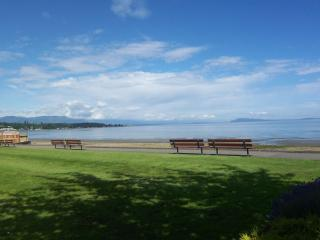 Imagine! Holiday right by Beach and Golf Course - Qualicum Beach vacation rentals