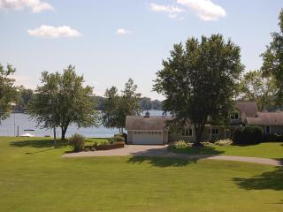 EARLY JUNE DISCOUNTED 20%!  ***Northern Loon Vacation Cottage on Prior Lake*** - Prior Lake vacation rentals