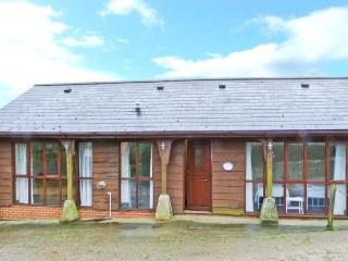 THE CARTHOUSE, all ground floor, enclosed lawned garden, scenic area in Shorwell, Ref 22110 - Shorwell vacation rentals
