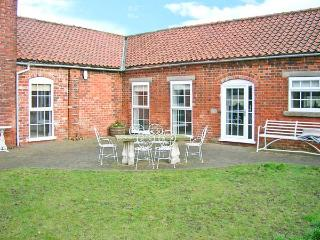 COOPER'S COTTAGE, luxury barn conversion, en-suite, courtyard garden, stabling available, in Odder, near Lincoln, Ref 22319 - Lincoln vacation rentals