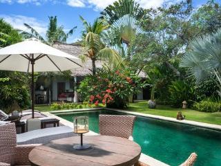 Villa Alang-Alang quiet large rustic just perfect - Seminyak vacation rentals