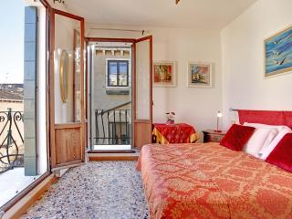 Apartment Terrazza with Canal view and terrace, near Casinò, Jewish Ghetto, 10 minutes walking to Rialto and 15 to San Marco - Veneto - Venice vacation rentals