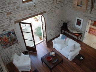 Sunny farmhouse in picturesque Lot River Valley - Calvignac vacation rentals