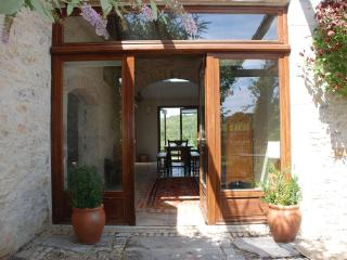 Sunny farmhouse in picturesque Lot River Valley - Calvignac vacation rentals