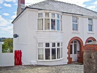 LYDSTEP, estuary views, woodburner, garden with shoreline access in Neyland, Ref 10886 - Amroth vacation rentals