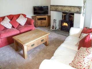 DAISY COTTAGE family-friendly, woodburning stove, village centre in Winster Ref 21953 - Winster vacation rentals