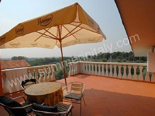 Gorgeous 1 bedroom Montecatini Terme House with Deck - Montecatini Terme vacation rentals