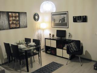 LA VANELLA  LOW COST HOLIDAYS  CENTRAL LOFT  WIFI - Naples vacation rentals