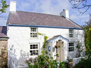 HEN TYN Y MYNYDD, pet friendly, character holiday cottage, with a garden in - Moelfre vacation rentals