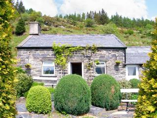HENRHIW BACH detached, pet-friendly, in National Park in Penmchno Ref 17430 - Conwy County vacation rentals