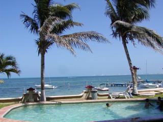 Condo Cancun Beachfront peaceful, quiet - Cancun vacation rentals