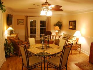 Luxury Condo near beach & shops- 7th nite is free! - Fernandina Beach vacation rentals