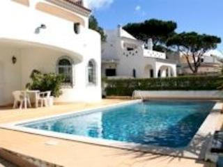 Semi-luxury 4bdr villa nearby 2 golf camps,free AC - Vilamoura vacation rentals