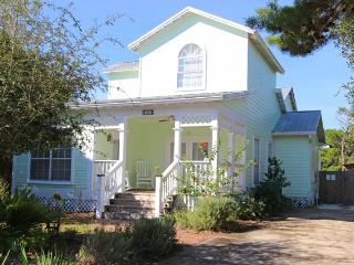 Wildwood Cottage: Pool, 4 bd, 4 bth, Crystal Bch - Destin vacation rentals