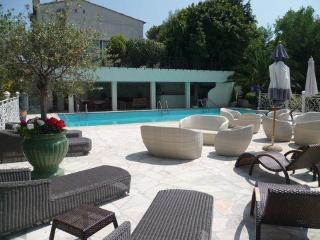 6 bedroom luxury vacation villa rental with pool and sea view in Super Cannes - Golfe-Juan Vallauris vacation rentals