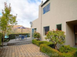 Comfortable 3 bedroom Queenstown House with Internet Access - Queenstown vacation rentals