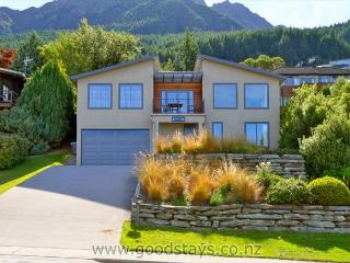 Spacious 4 bedroom Queenstown House with Internet Access - Queenstown vacation rentals