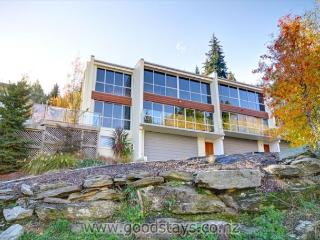 Contemporary, spacious apartment with spa deck overlooking Queenstown Bay - Queenstown vacation rentals